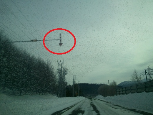 道路の端を表す矢印