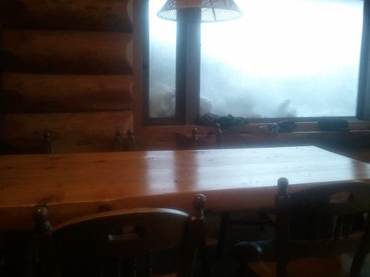 竜王スキーパークの定食屋のテーブルとイス