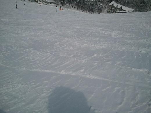 竜王の人が滑った後の斜面の雪