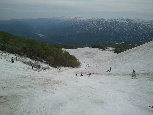 月山スキー場の沢コース