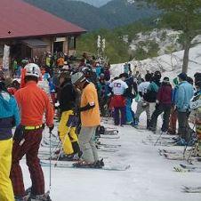 月山スキー場のリフト待ち