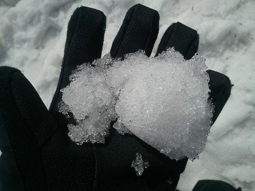 月山スキー場の雪