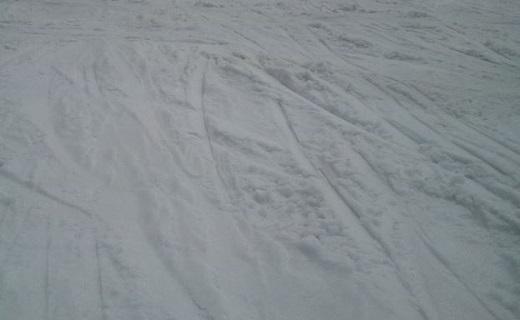 ゲレンデについた滑った跡