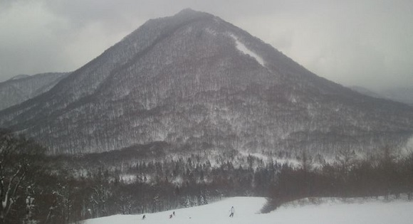 C4コースを滑っている時に見える山の感じ