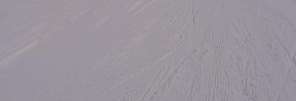 いいづなリゾートの一番下の幅が広い斜面の雪の跡