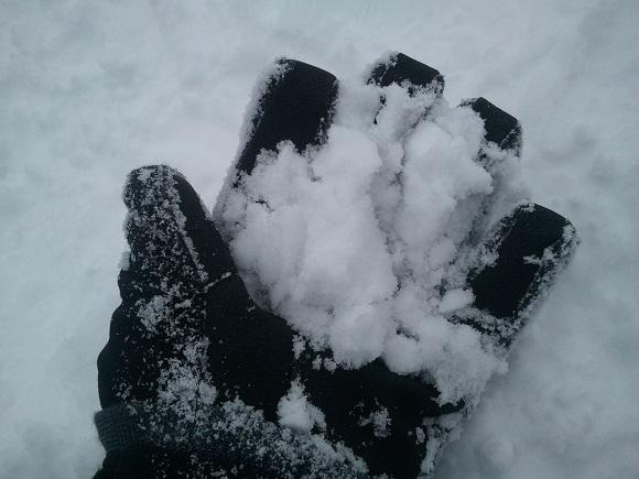 結構握った後の雪の状態