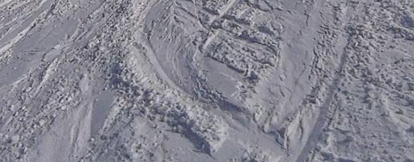 高鷲スノーパークの斜面についたエッジの跡