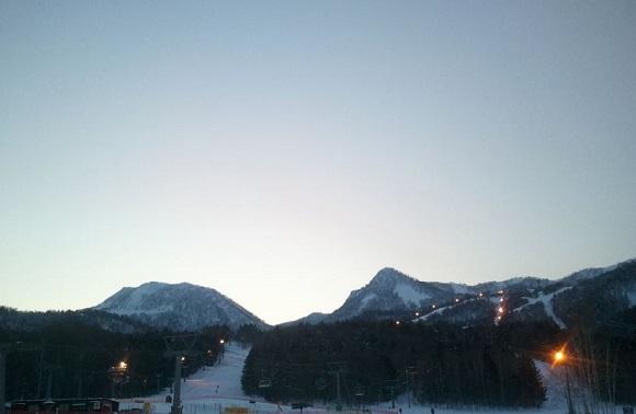 夕方頃のスキー場の景色